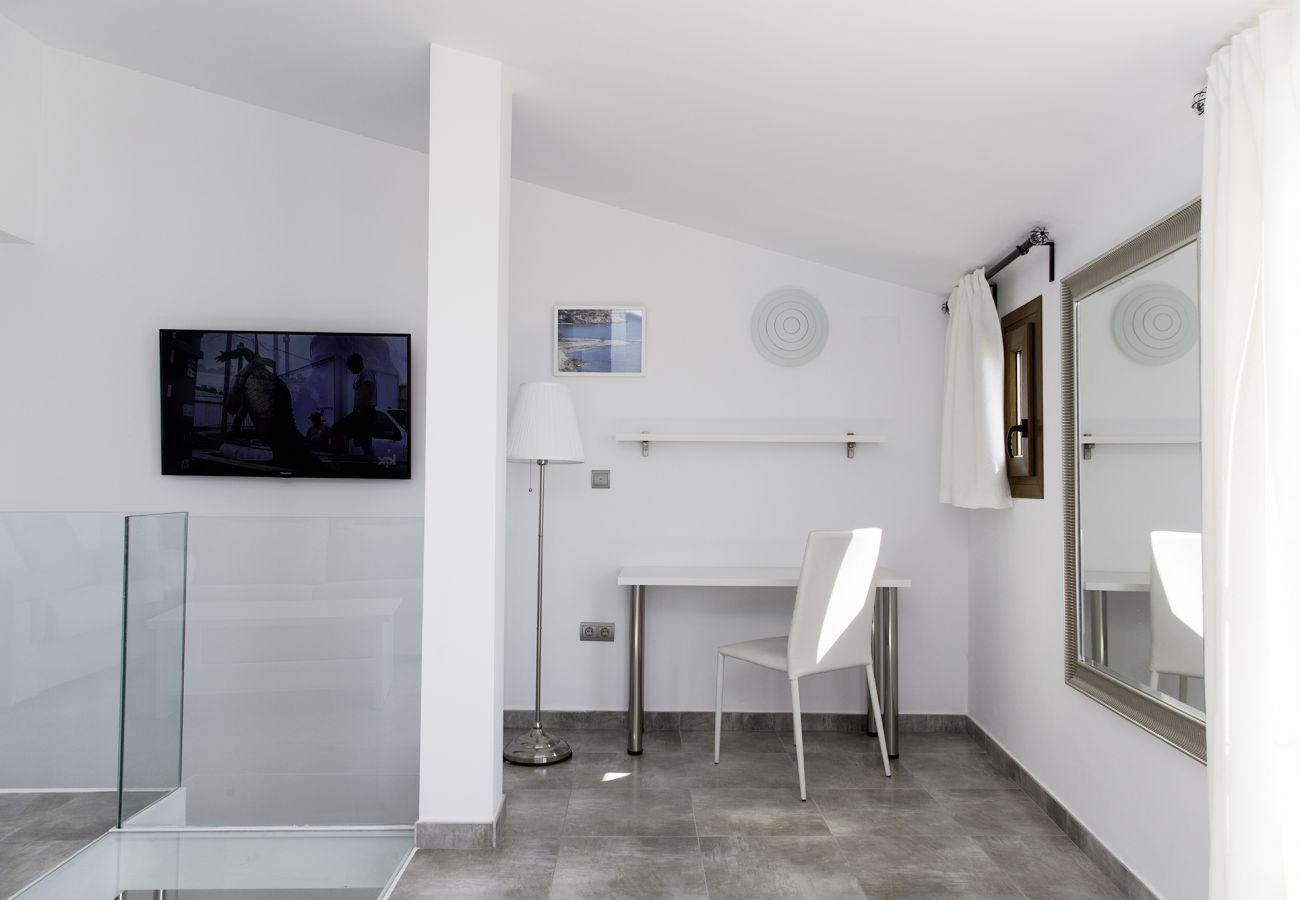 Apartamento en Villajoyosa - SUPER TORRE - 2 HAB. CON VISTAS AL MAR (4 PLANTAS)