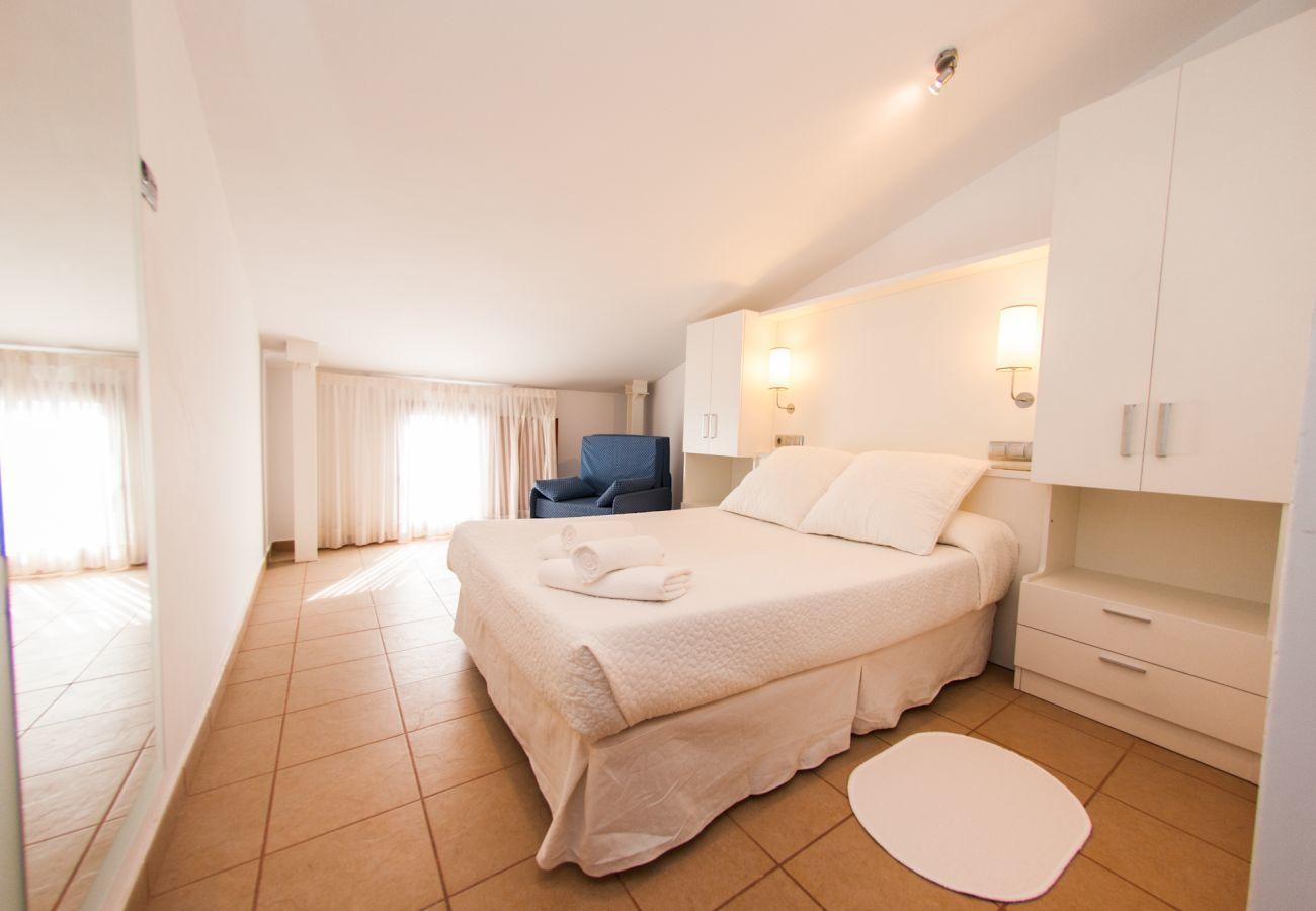 Apartamento en Villajoyosa - TRIPLEX - 2 HAB. 2 BA. CON VISTAS A CALLE (3 NIVELES)
