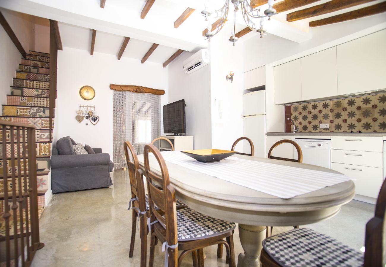 Apartamento en Villajoyosa - DUPLEX SUITE T - 2 HAB. CON TERRAZA Y VISTAS A CALLE